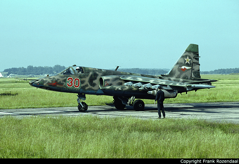 Su-25, 357 OShAP from Brandis with a very non-standard scheme